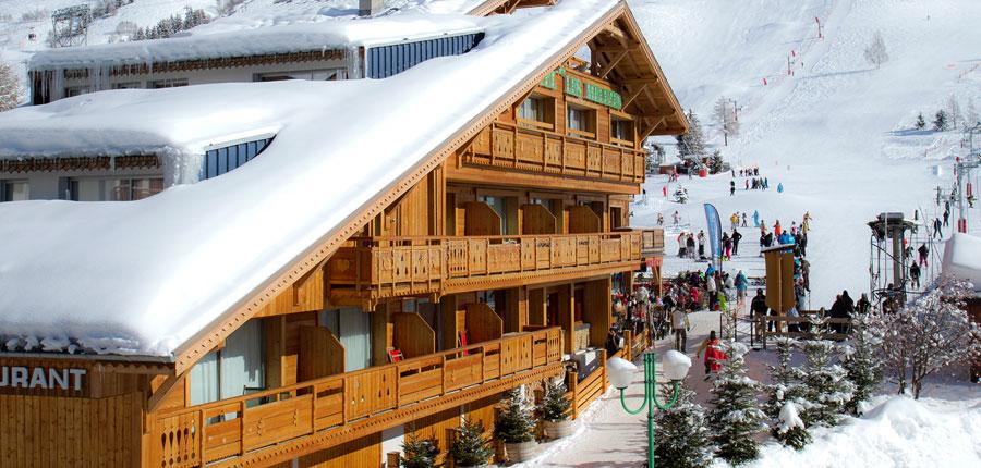 France_Les-deux-alpes_hotel_les_melezes_exterior_slope.jpg